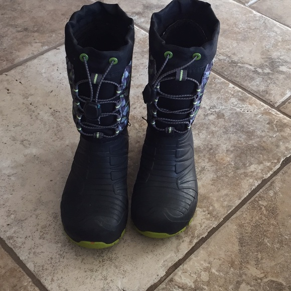 d1bbf6bf Boys Merrell snow boots size 13